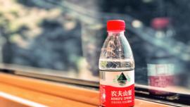 """揭秘农夫山泉发家史:从""""有点甜""""到很有钱"""